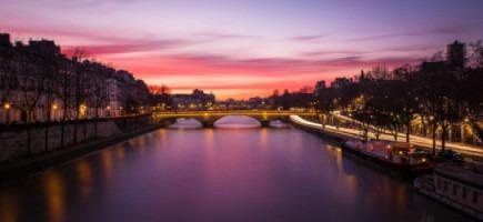 Pont Louis Philippe. Coucher de soleil sur la Seine et Paris