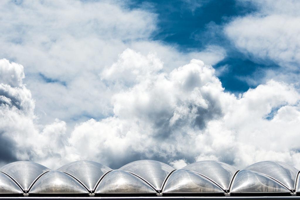 La tête dans les nuages. Centre commercial Lyon Confluence. Architecte : Jean-Paul Viguier. 2012