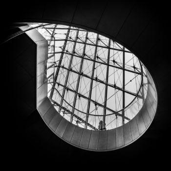 Larme (escalier de la pyramide du Louvre)