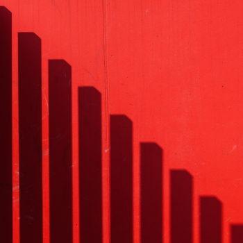Lecture de gauche à droite : les ombres rétrécissent.