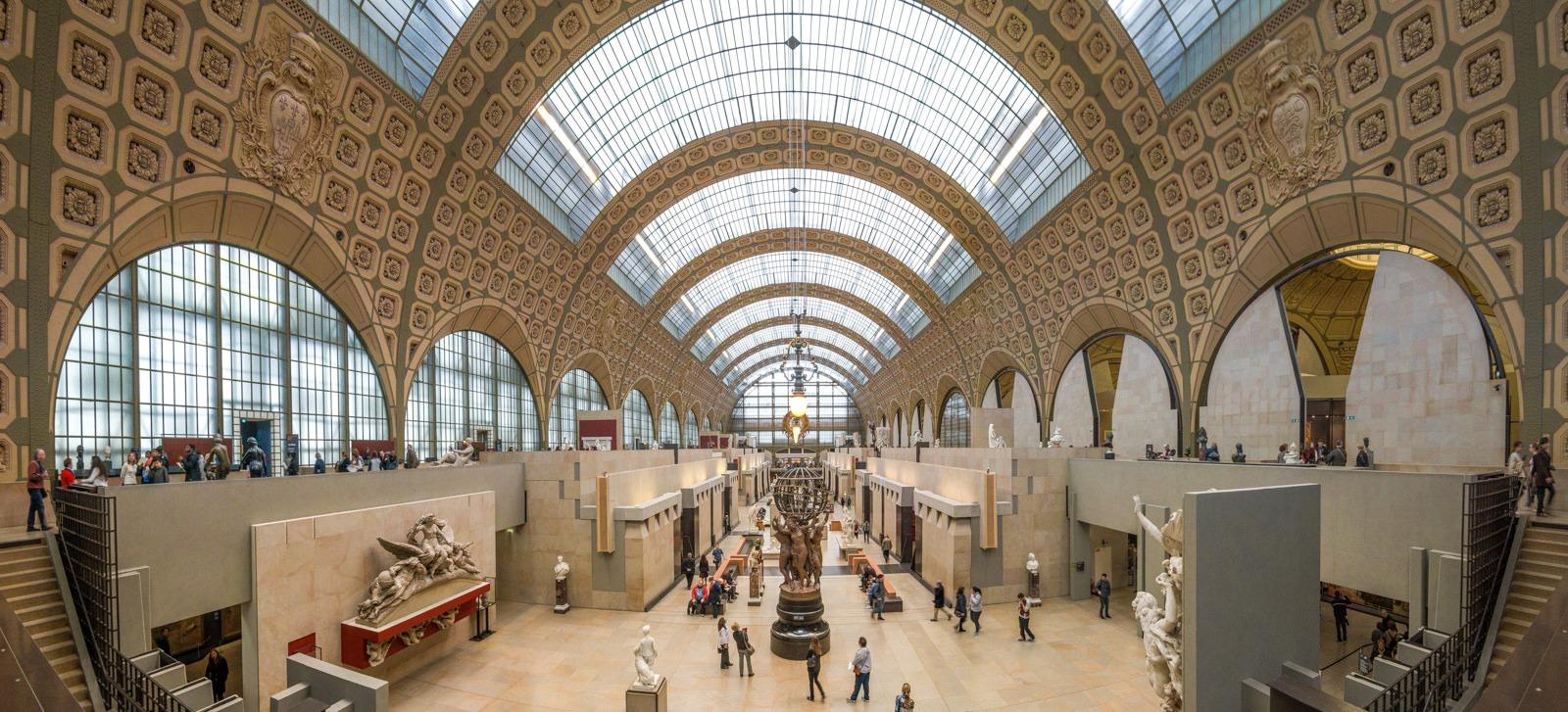 Panorama de 6 images à l'intérieur du musée d'Orsay pour saisir toute la largeur de la halle