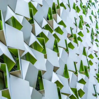 """Façade du parking de Charles Street surnommé """"la râpe à fromage"""" (ou """"le cube de sucre"""") à Sheffield. Architectes : Allies & Morrison"""