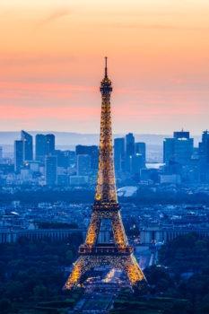 Coucher de soleil sur la Tour Eiffel et la Défense