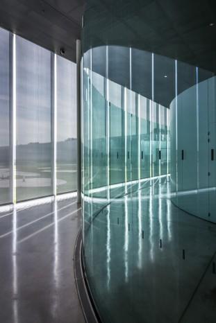 pierre l 39 excellent l il de l 39 architecte sanaa louvre lens. Black Bedroom Furniture Sets. Home Design Ideas