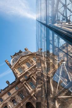 Musée et pyramide du Louvre. Architecte : Ieoh Ming Pei