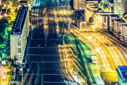 Vue sur les faisceaux ferroviaires de la gare Montparnasse depuis la tour.