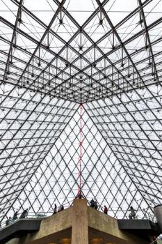 Sous le plus grand chapiteau du monde, un Claude Lévêque foudroyant