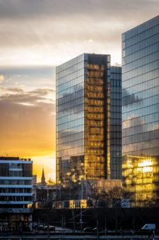 Coucher de soleil sur la Bibliothèque Nationale de France. Architecte : Dominique Perrault
