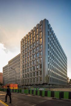 """173 rue du Chevaleret. Architecte : Archigroup. """"Ré-architecture"""" du bâtiment de Maurice Novarina"""