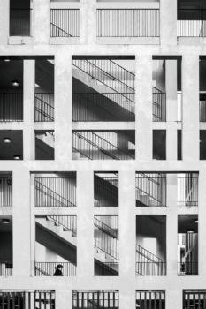 Îlot Saint Jean à Bordeaux. Architectes : Leibar & Seigneurin. 2009. 129 logements collectifs et parking pour Domofrance
