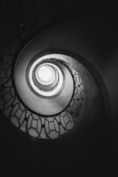Escalier Roux-Spitz à la Bibliothèque Nationale de France Richelieu. Architecte : Michel Roux-Spitz. 1947