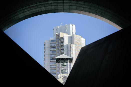 Tour Prélude vue depuis le 104 à Paris. Architecte : Martin Schulz van Treeck. 1979