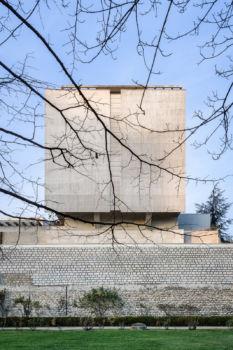 Logements depuis le cimetière de Picpus. Architecte : Agence Girat. Paris 12e