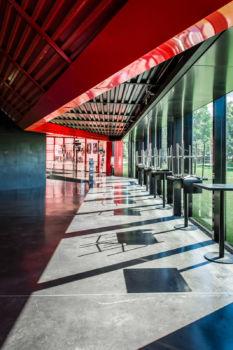 Centre culturel Le Rocher de Palmer à Cenon. Architecte : Bernard Tschumi